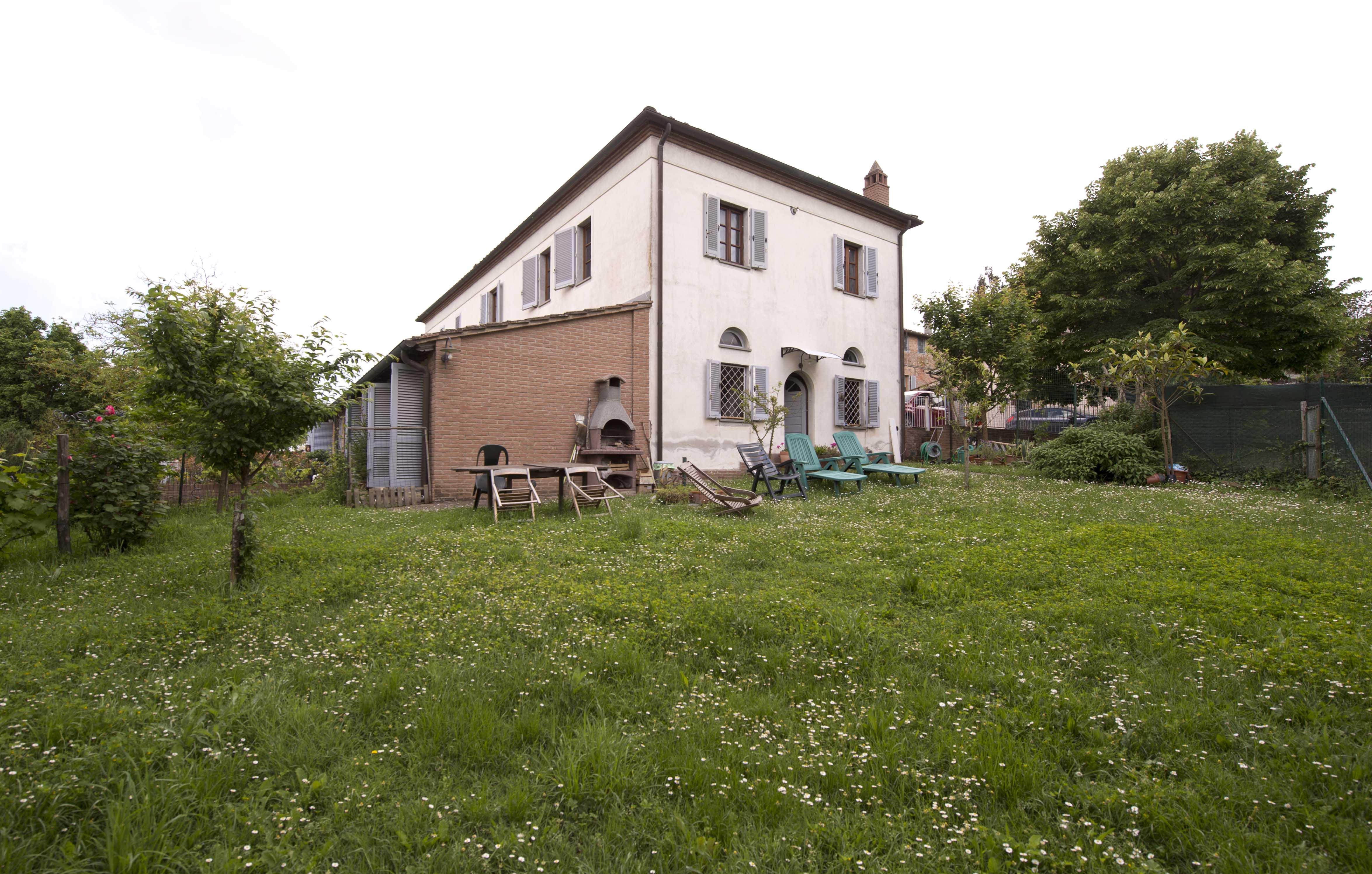 Costalpino Terratetto indipendente  Con Ampio Giardino, Garage