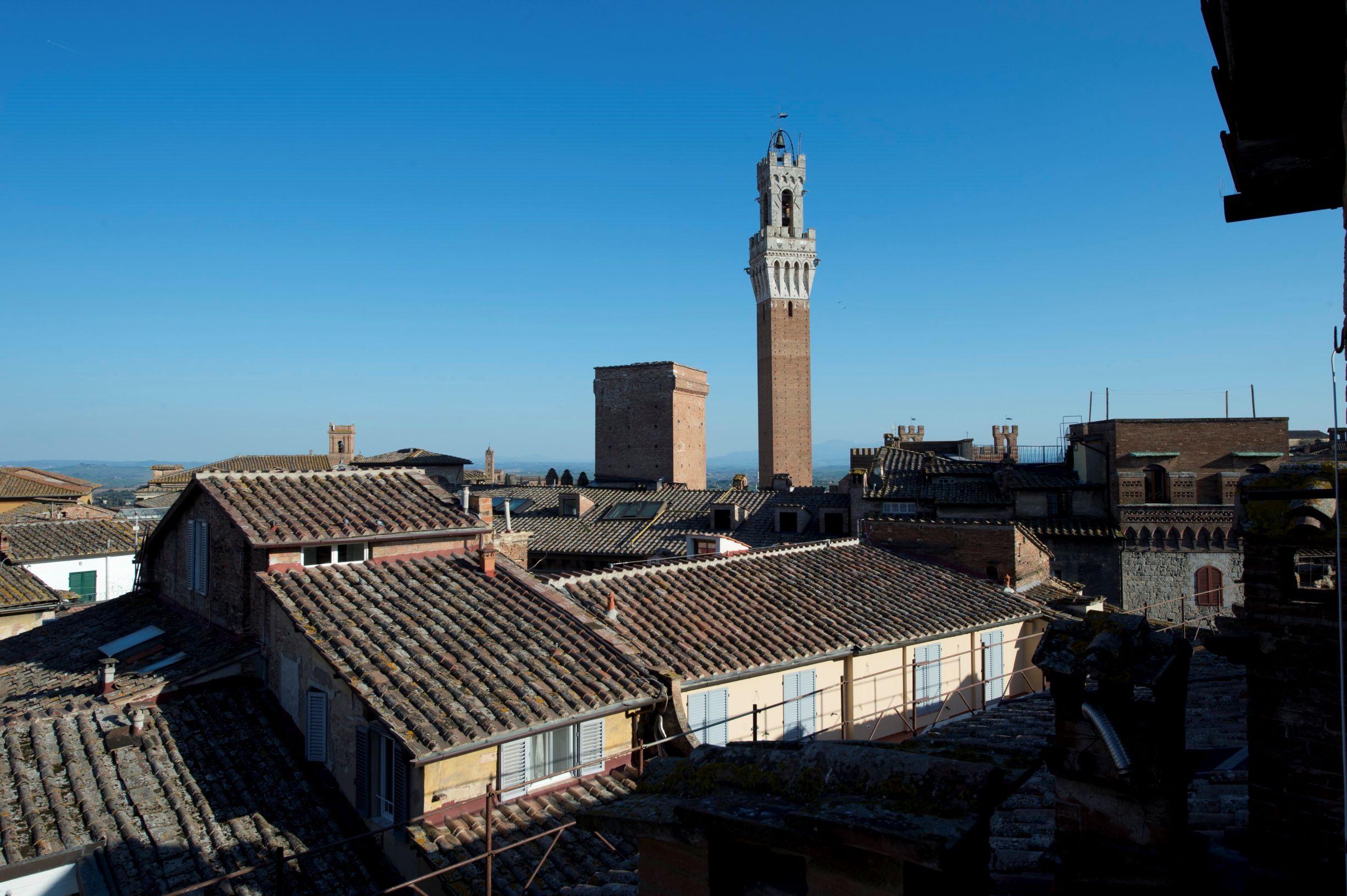 Siena ( Cento storico )  Via Banchi di Sopra panoramico