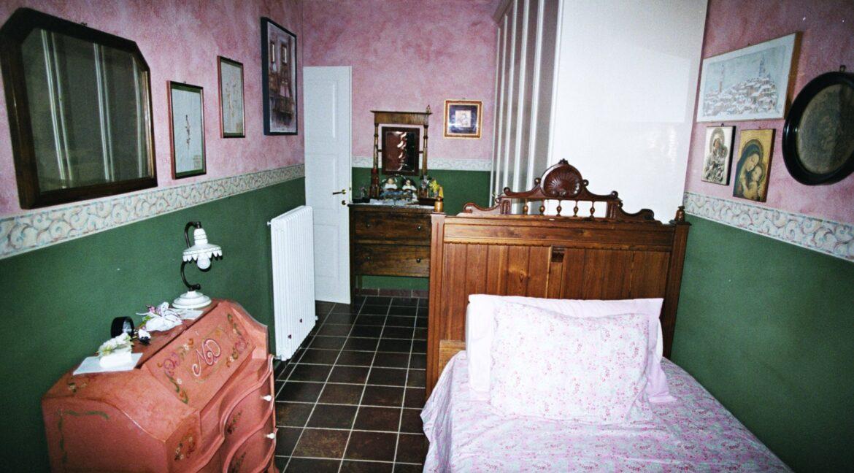 camera-accanto-cucina-1