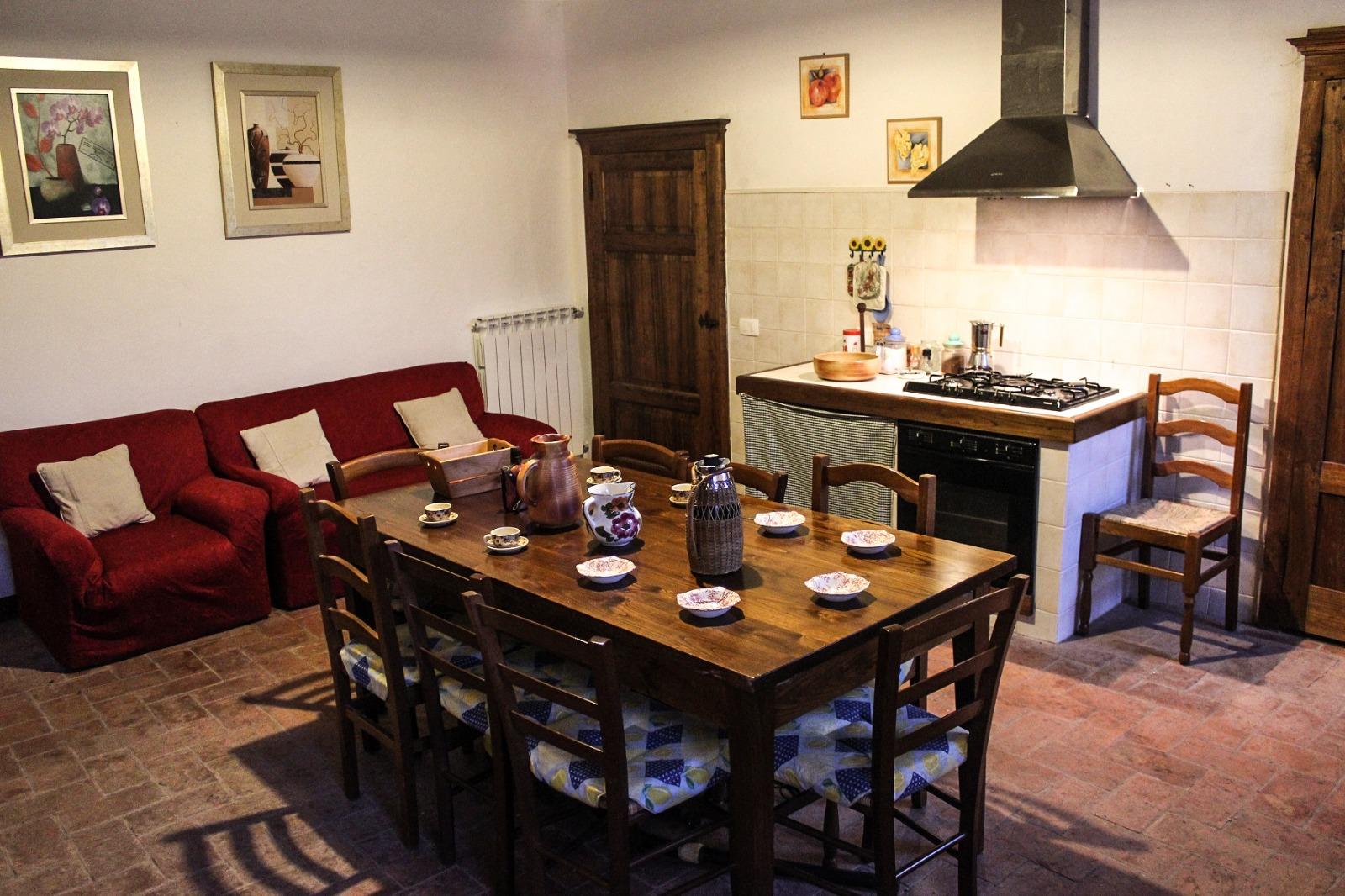 Orgia (Provincia Di Siena) Vendesi Appartamento In Antica Struttura